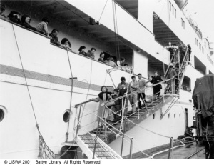 Migrants disembarking at Fremantle 005096d