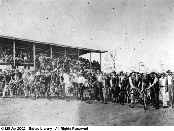 Start of a cycle race, Coolgardie,  1898-1899.