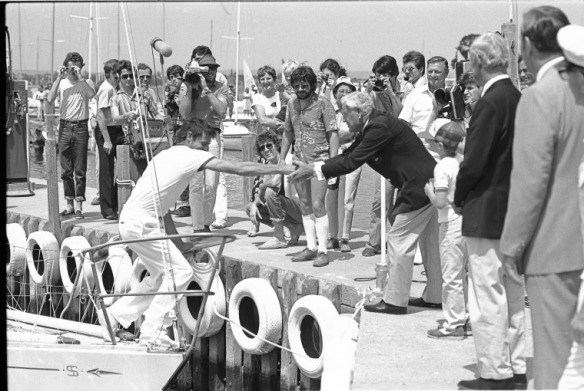 Roger Garwood, Jon Sanders returns to Royal Perth Yacht Club on 31 October 1982 after his double circumnavigation of the world on Perie Banou, 1982, 296493PD, State Library of Western Australia pictorial collection