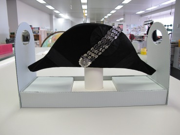 Hat on custom support